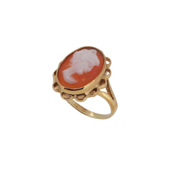 A modern, 9ct yellow gold oval cameo set ring