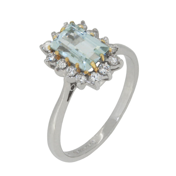A modern, 18ct white gold, aquamarine & diamond set, rectangular cluster ring