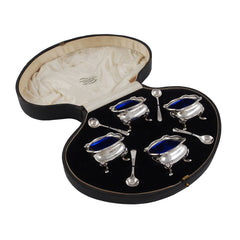 Four early 20th century, silver open salts with blue glass liners & spoons & fitted case