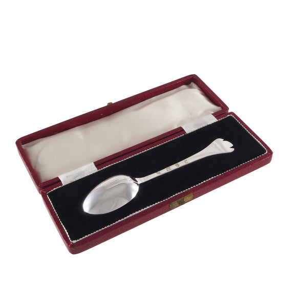 A mid 20th century, silver teaspoon with a trefoil terminal end & fitted case