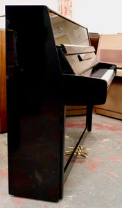 Yamaha P116 in black high gloss finish