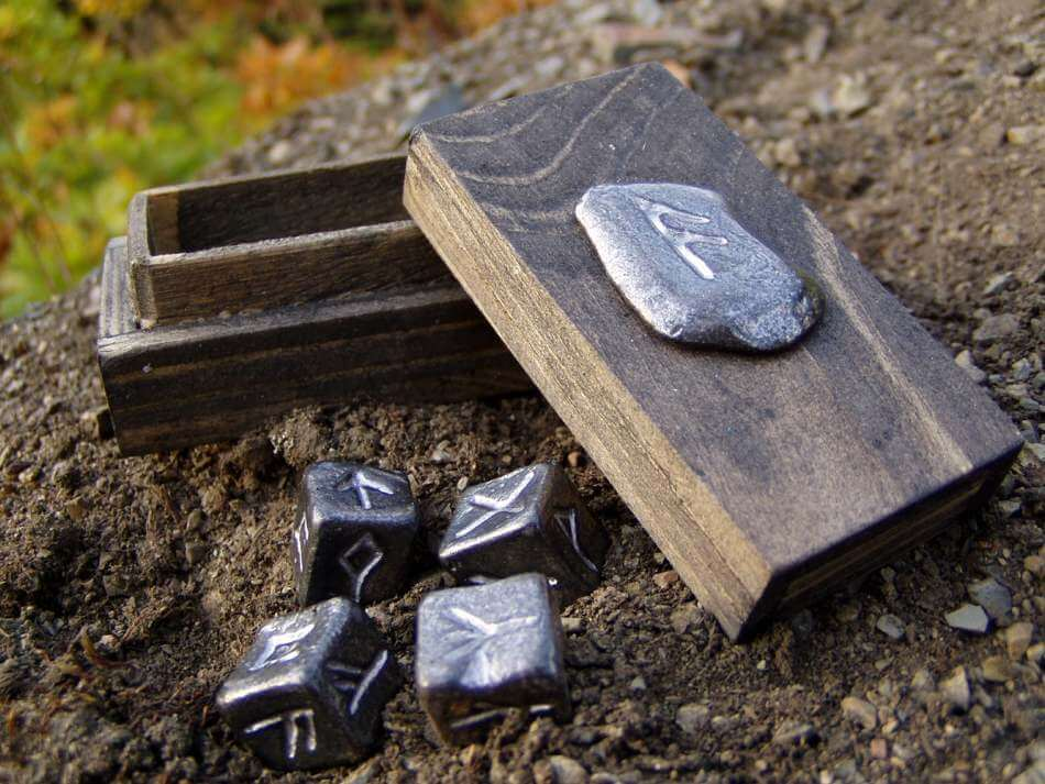 RUNE | Four 6-symbols Dice in Wooden Box-Esoterico Shop-Esoterico Shop