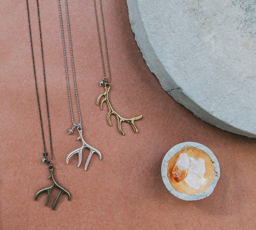 B&B STAG A WHILE NECKLACE 32