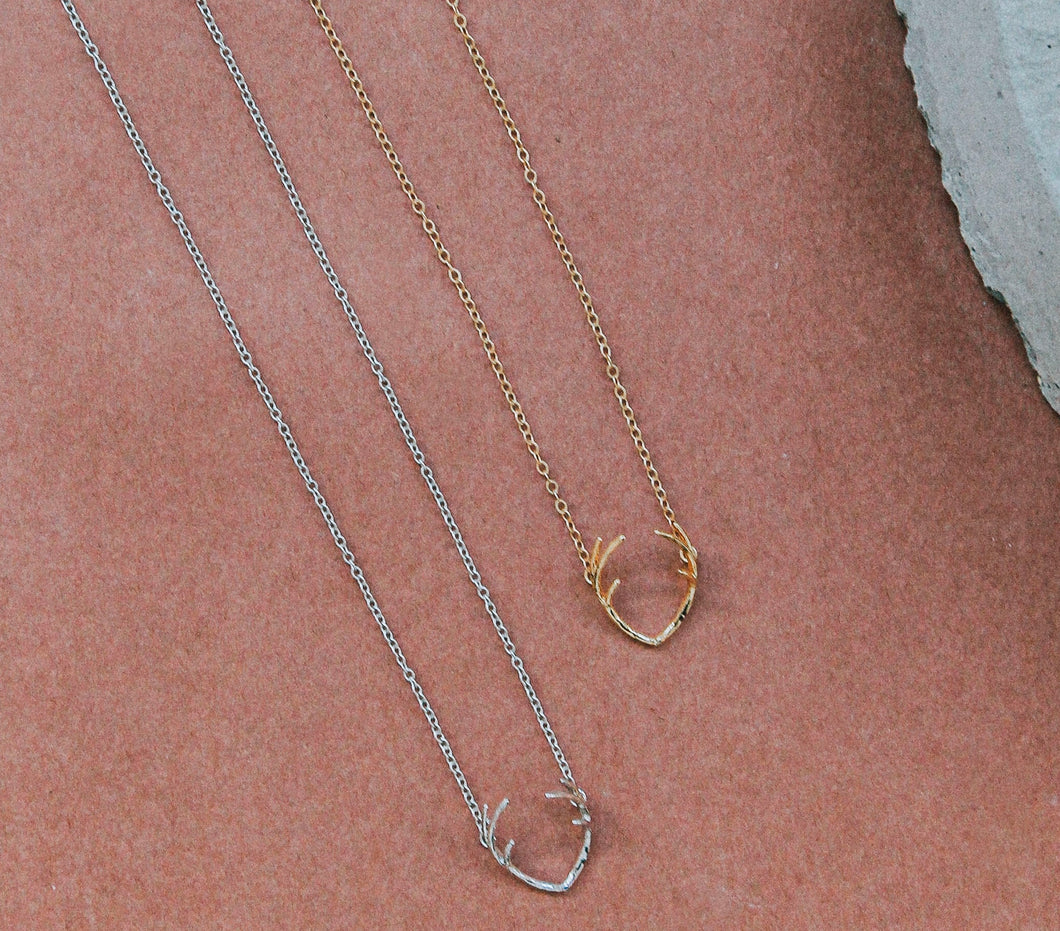 B&B STAG A WHILE NECKLACE 17