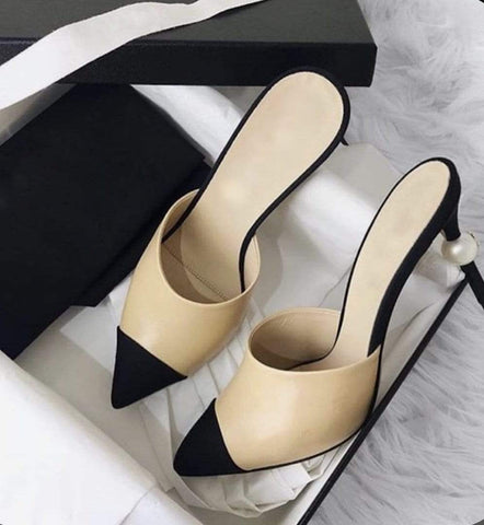 Pointed Mules Beige