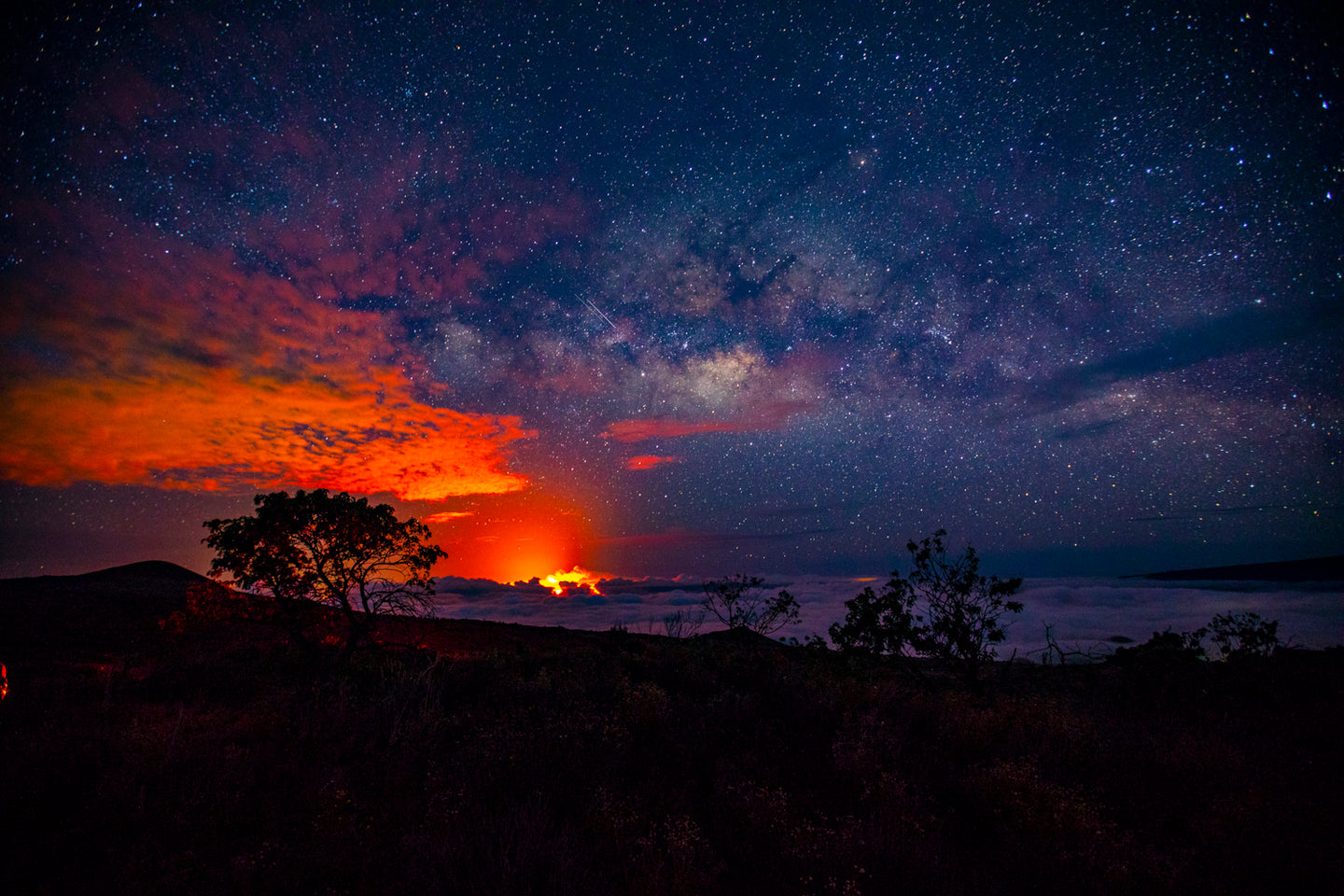 MILKY WAY OVER KILAUEA
