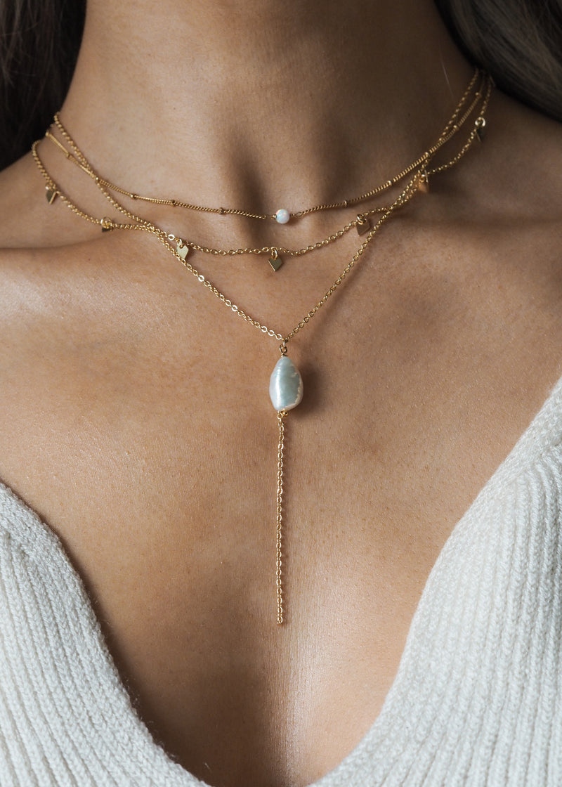 CHLOE. Gold Pearl Lariat Necklace
