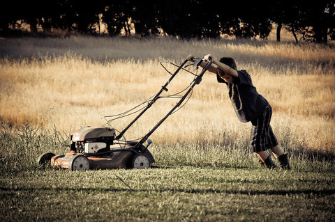 boy_mowing_lawn_guide_to_lawn_mowers
