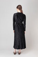 Load image into Gallery viewer, Bríet Wrap Dress — Black Velvet