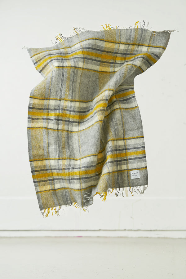 Load image into Gallery viewer, Hlíð Icelandic Wool Blanket — Silver Grey