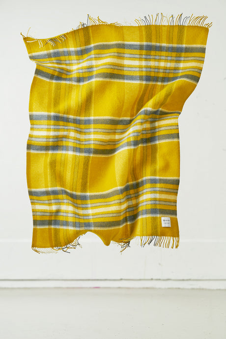 Hlíð Icelandic Wool Blanket — Bright Yellow