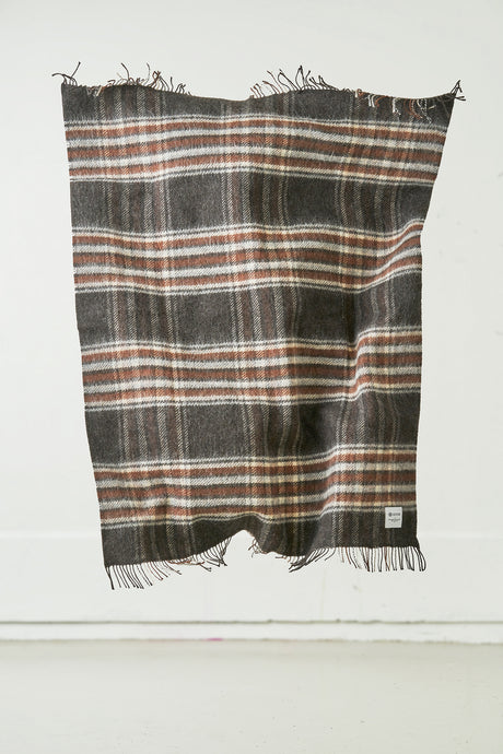 Laut Icelandic Wool Blanket — Dark Brown