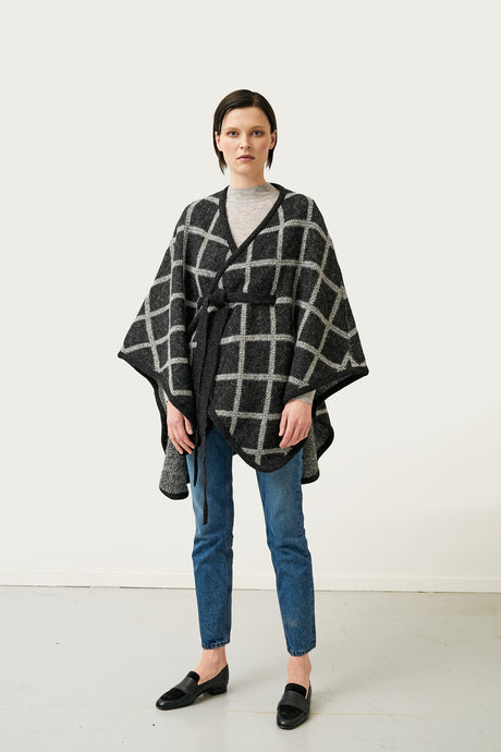 Tígla black — Icelandic Wool Cape