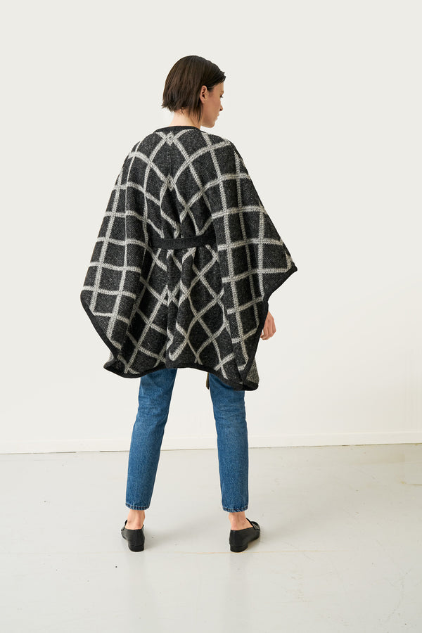 Load image into Gallery viewer, Tígla Wool Cape — Black