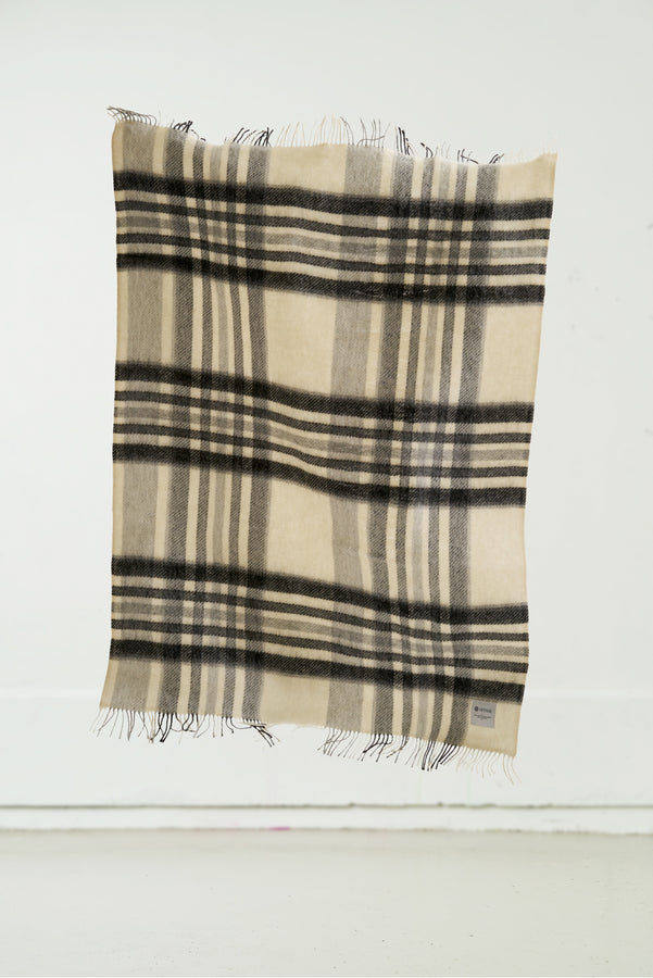 Load image into Gallery viewer, Hlíð Icelandic Wool Blanket — Natural White