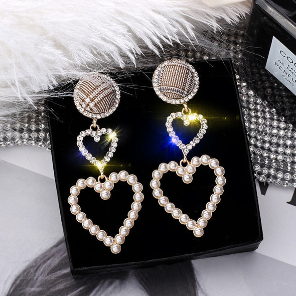 """Burberry"" Vintage Pearl Heart Dangle Earrings - Glitzies Accessories"