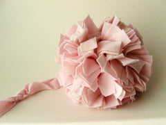 Make fabric pompoms with recycled t-shirts