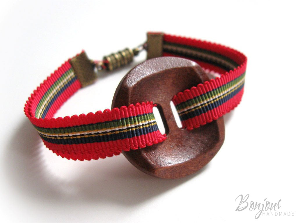 Jewelery tutorial ribbon and button bracelet