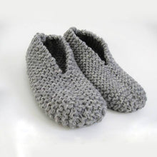 Load image into Gallery viewer, Knitting Kit: Easy Slippers