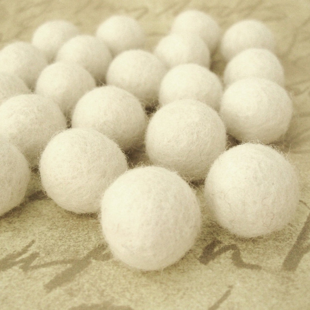 Felt Balls Ivory - 20 Pure Wool Beads 20mm - Off white Shade