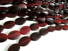 Load image into Gallery viewer, 9 Red flat oval horn beads 16x22mm