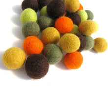 Load image into Gallery viewer, Felted balls 2cm - Fall colors mix - 35 pure wool beads