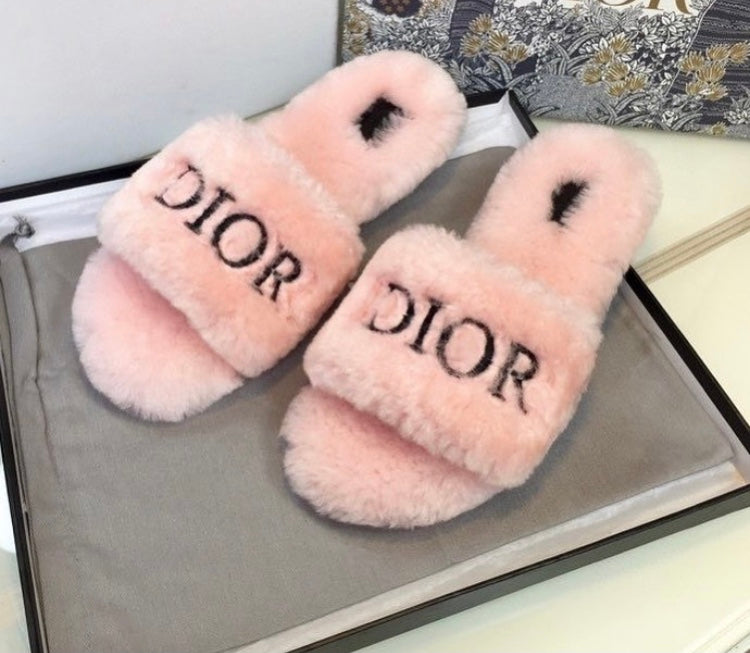 Logo Fluffy Slippers (More Colours)