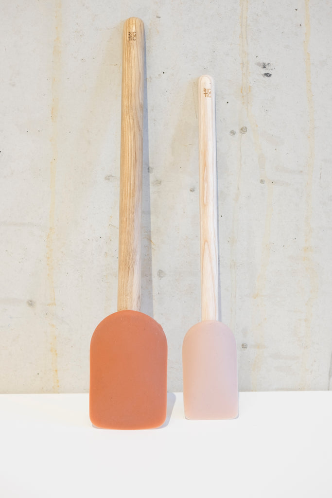 Light Oak Praline spatula - 24cm