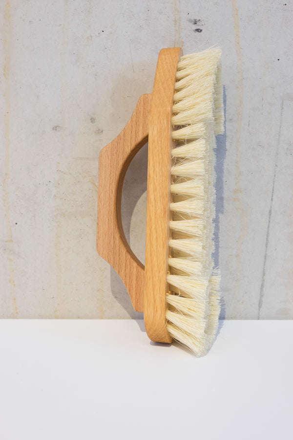 Wooden scrub brush with Tampico fibre - 22cm