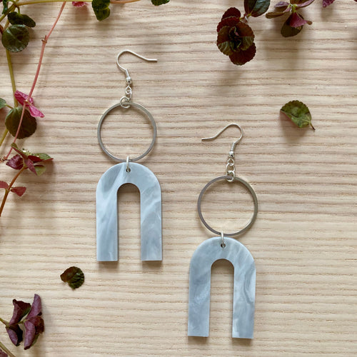 Magneto Earrings(L)- Pearlescent Grey Marble