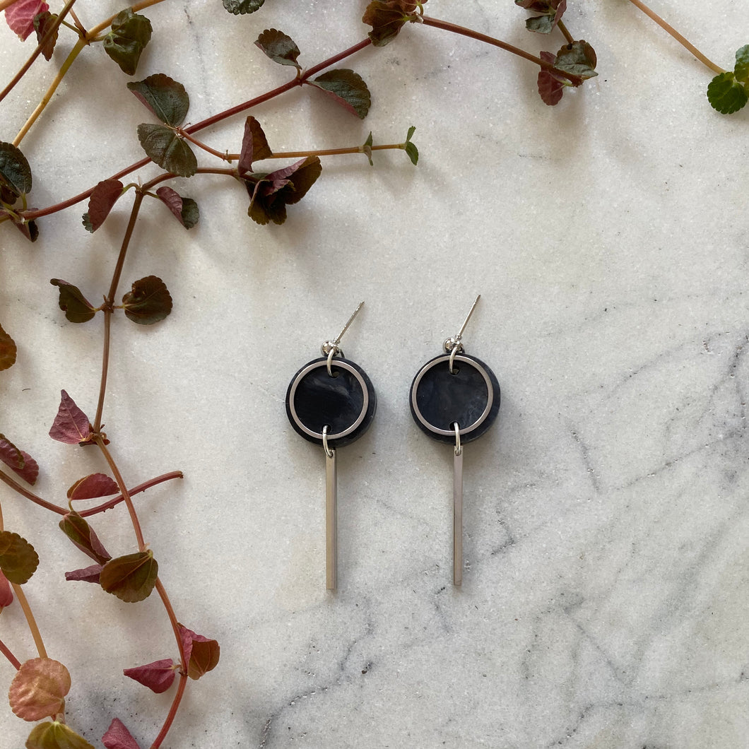 Mini Rise Earrings- Dark grey marble