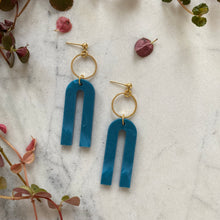 Load image into Gallery viewer, Magneto Earrings (S)- Cerulean