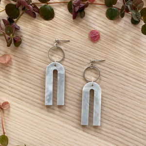 Magneto Earrings (S)- Pearlescent Grey