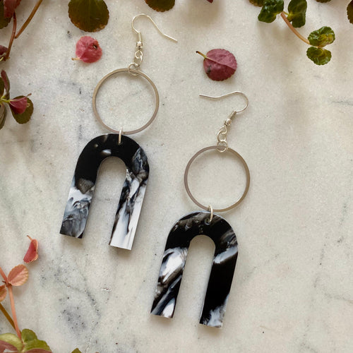 Magneto Earrings (L)- Black & White Marble