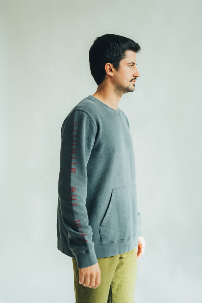 SWEATSHIRT FROM THE ATLANTIC GRAPHITE & RED