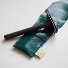 Load image into Gallery viewer, Vegan safety razor pouch groen-Safety razor cover-Atelier Revive x MIISHA-MIISHA | Eco webshop