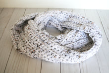 Load image into Gallery viewer, Cozy infinity scarf