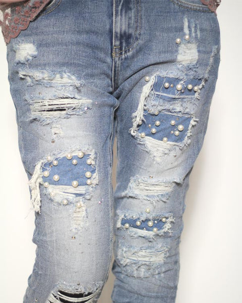 Destroyed Mom-Jeans mit Perlen