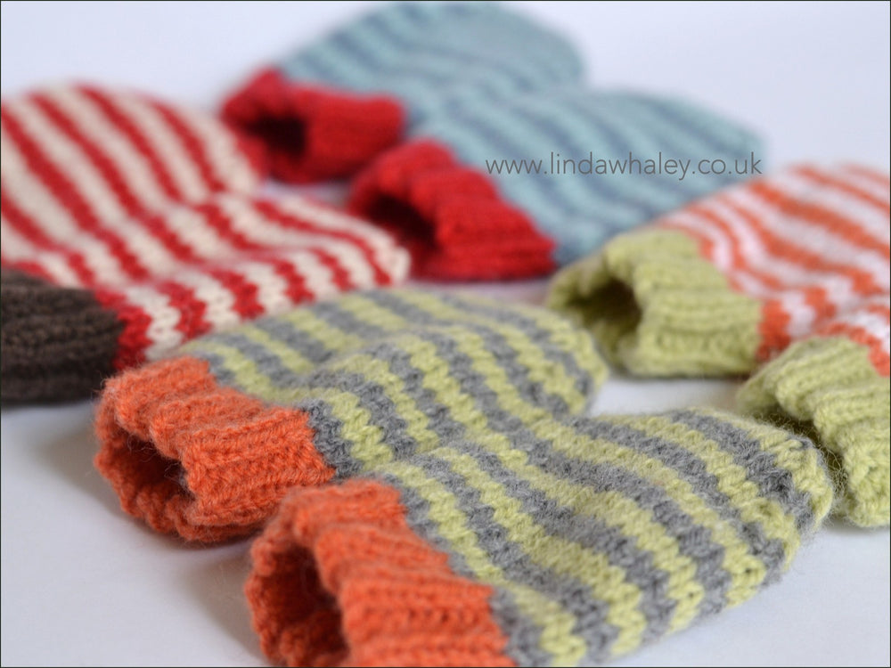 SIMPLE STRIPY BABY MITTENS