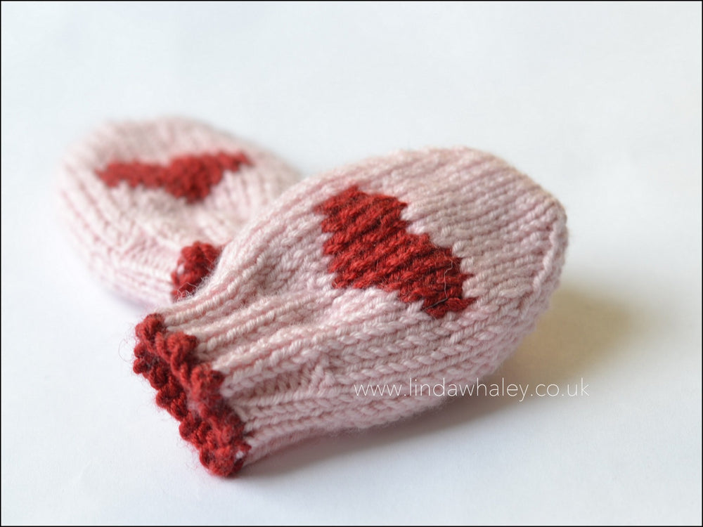 LITTLE HEART BABY MITTENS