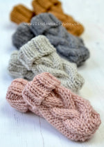 NYSA CABLED BABY MITTS