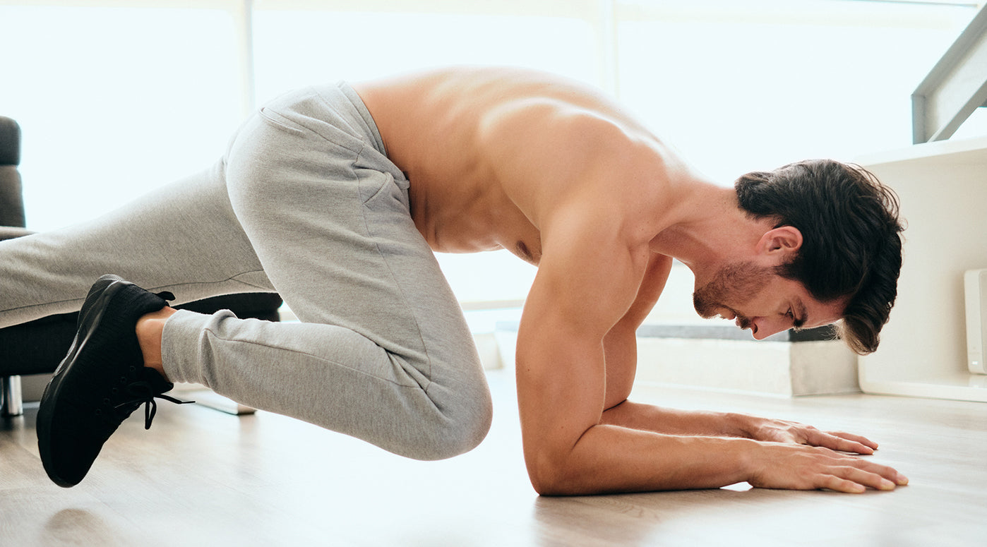 man doing mountain climber plank