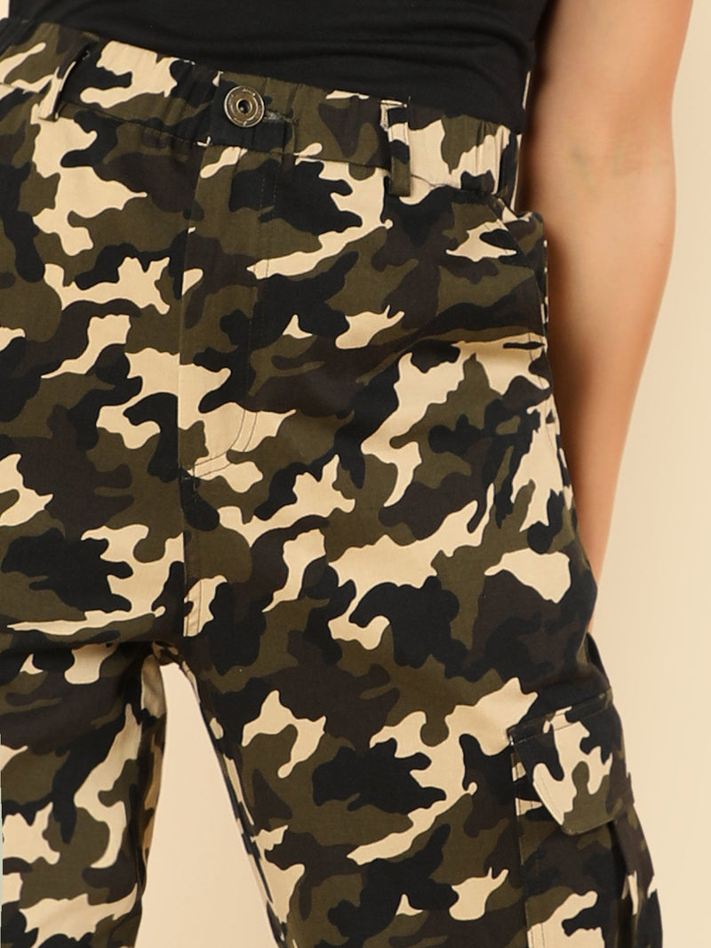 Camo Print Pocket Detail Pants