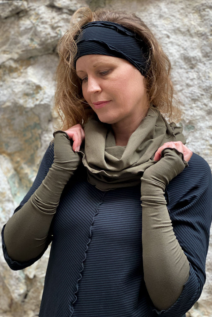 subtle black stripe is beautiful with olive, showing band, hourglass and sleeves