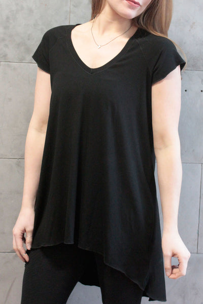 suger® summer vitality short sleeve hi low hem top in black bamboo