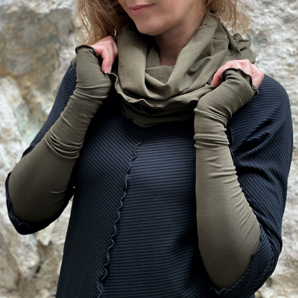 coordinating olive hourglass + opera sleeves