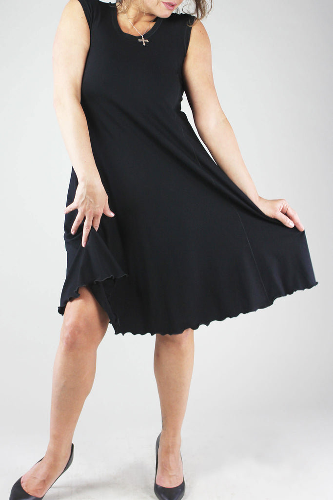 lady glow sleeveless dress in black