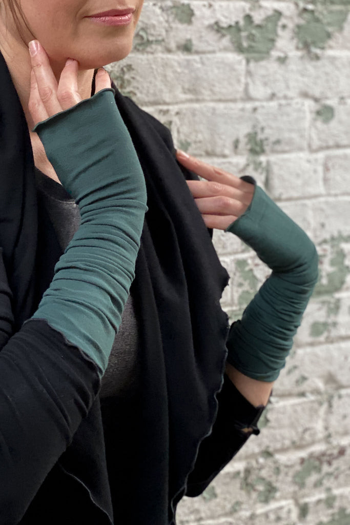 angelrox® opera sleeves in spruce with cozy cardi in black