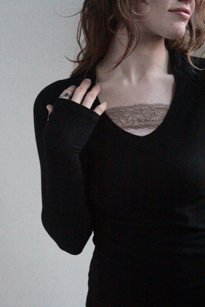 lace hourglass neckline fill