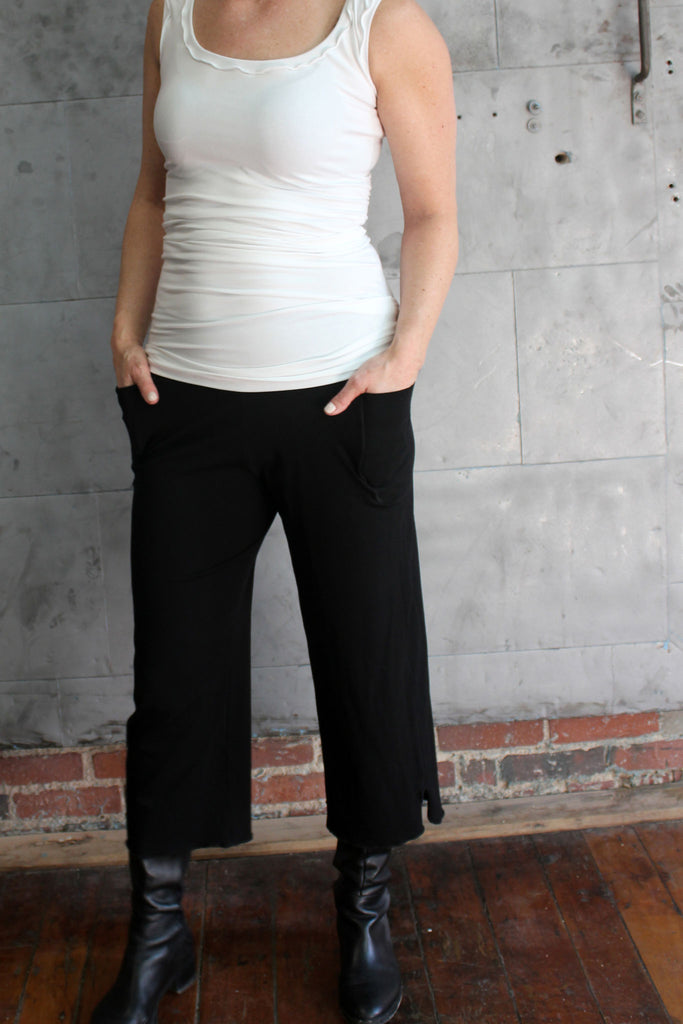 cozy pockets in this perfect yoga pant the black kick